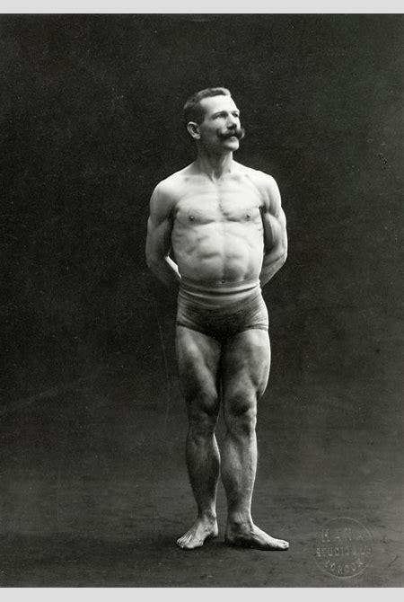 File:A male bodybuilder wearing bathing trunks Wellcome L0034521.jpg - Wikimedia Commons