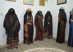 Traditional Bedouin women's clothes of Saudi Arabia ...
