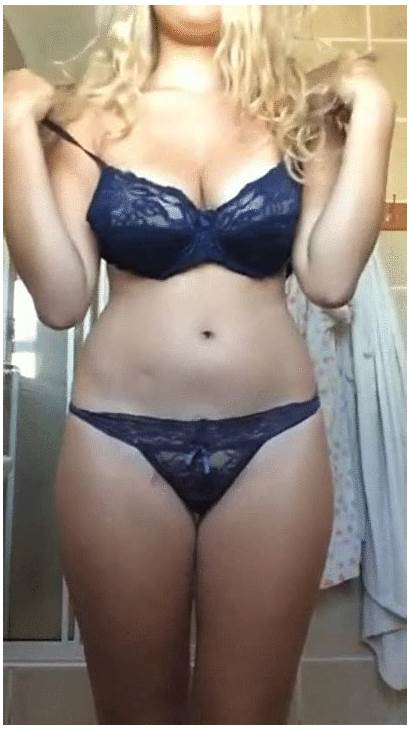 Selfie Blonde Natural Medium Tits Boobs Mid