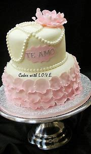 Flowers and Petals by Cakes with L.O.V.E., via Flickr ...