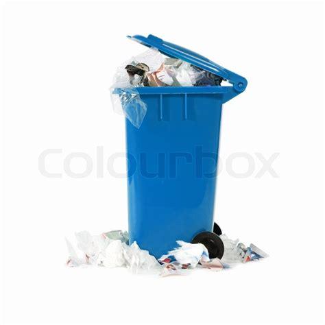 Blaue Mülltonne überfüllt Stockfoto Colourbox
