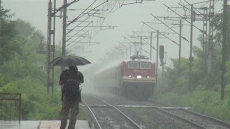 train  rain superfast duronto express captured