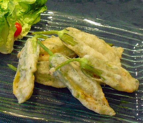 cuisiner des fleurs de courgettes beignets de fleurs de courges la recette facile par