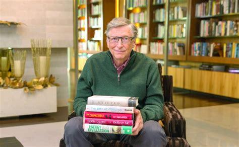 5 librat që duhet t'i lexoni këtë verë sipas Gates ...