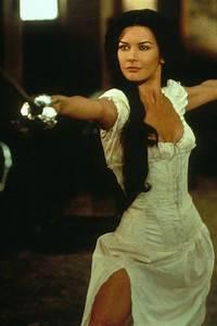 Elena (Catherine Zeta-Jones) in The Mask of Zorro ...