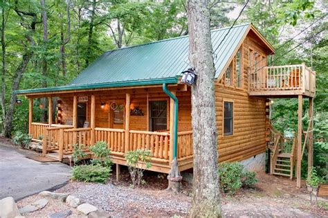 Bedroom Cabins In Gatlinburg by Call Of The 2 Bedroom Cabin In Gatlinburg Tn