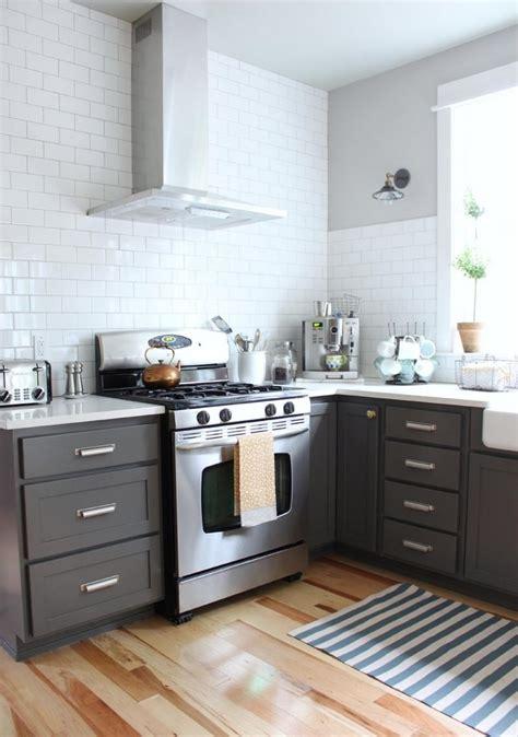 carrelage damier noir et blanc cuisine cuisine gris et bois en 50 modèles variés pour tous les goûts