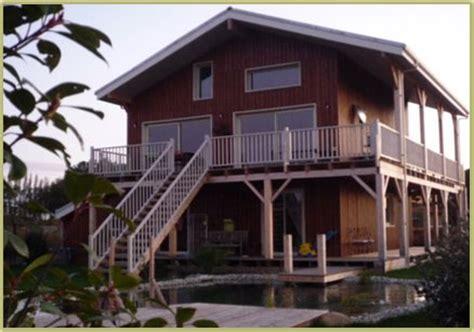 chalet et maison en bois fabrication de chalet en bois massif construit en madriers