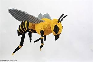 Sean Kenney - Art with LEGO bricks : Bee