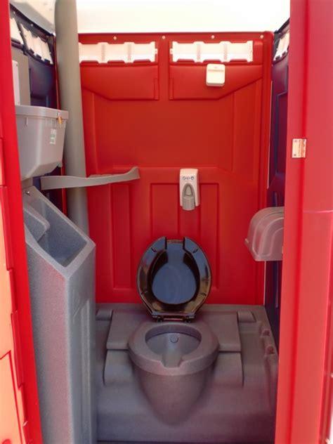 deluxe  party pooper portable toilet rentals