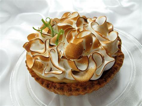 que cuisiner avec des blancs d oeufs tarte au citron meringuée recettes gâteau