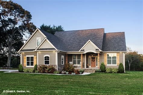 Craftsman Style House Plan 3 Beds 2 Baths 1473 Sq/Ft