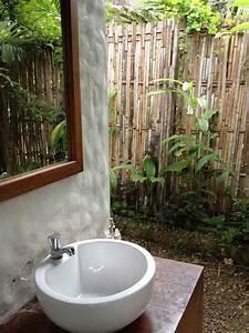 decoration salle de bain zen creer le coin relax ideal With salle de bain design avec brise vue extérieur horizontal décoré
