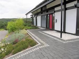 Treppe Hauseingang Kosten : schwimmteich mit treppe edelstahl wasserkaskaden und ~ Lizthompson.info Haus und Dekorationen
