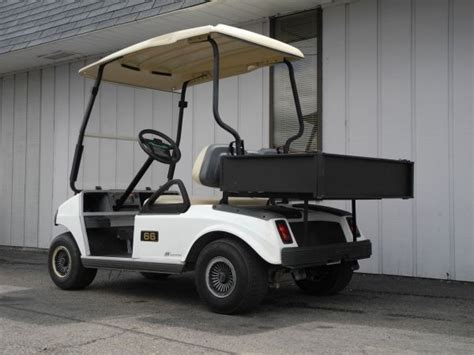 this 2007 club car ds electric golf cart is equipped with deluxe lights folding windshield