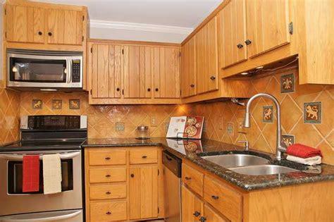 painting ceramic tiles in kitchen piffa upp k 246 k och badrum m 229 la p 229 kakel med fina resultat 7322