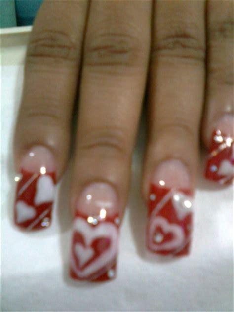 Si estas buscando decorar tus uñas, aquí te dejamos modelos para que tomes ideas y puedas hacerlas tu misma.verdaderas obras de arte estampadas en tus manos, solo debes darte idea. CORAZONES ENCAPSULADOS - Nail Art Gallery