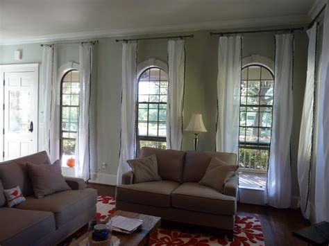 White Living Room Curtain Ideas