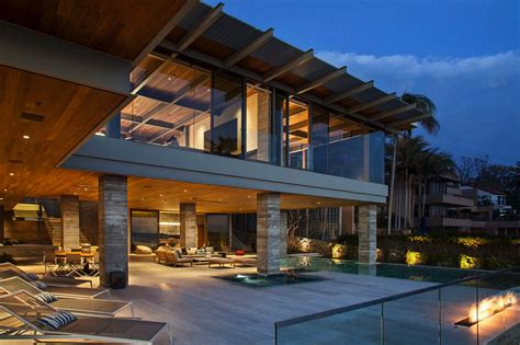 Beach House : Minimalist Beach House Perched On A Cliff In Laguna Beach