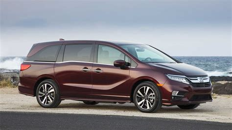 first honda 2017 honda cr v first look review motor trend review