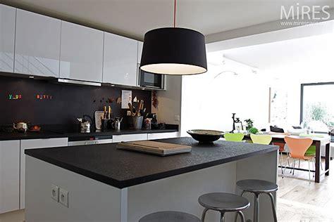 cuisine moderne avec ilot cuisine ouverte sur séjour c0137 mires