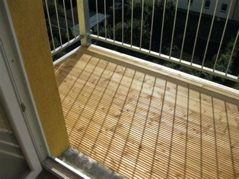 holzdielen schwimmend verlegen holzdielen balkon reinigen schwimmend verlegen unterkonstruktion settling into motion org