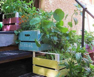 Weinkiste Als Blumenkasten by Tinygardens Weinkiste Garten Weinkisten Balkon