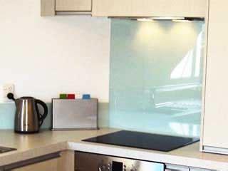 plaque en verre pour cuisine plakglass photos verre laqué verre sécurit crédence