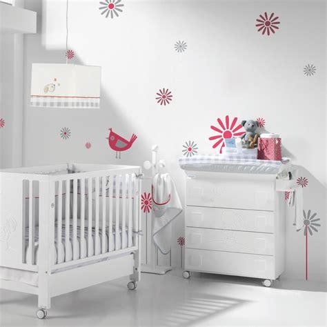 chambre bébé blanche
