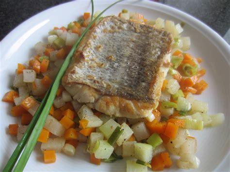 gerichte mit fisch gebratener fisch in senfsauce mit erbsen beimjupiter kochbuch