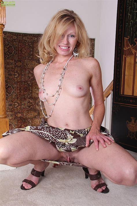 Milf Holly Jones Display Her Natural Assets Milf Fox