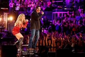 Video: Shakira and Blake Shelton Perform 'Medicine' on ...
