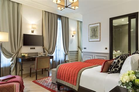 best rooms 5 best luxury hotel rooms apartments near the eiffel