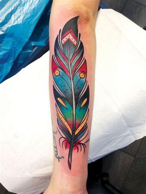 significations  designs du tatouage plume