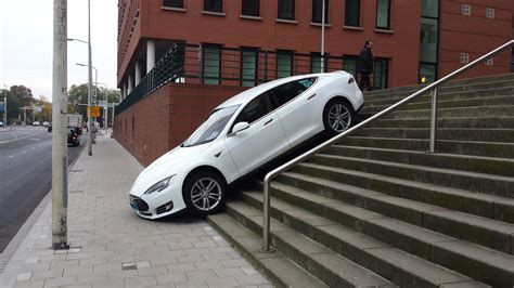 tesla taxi   drive  stairs den haag
