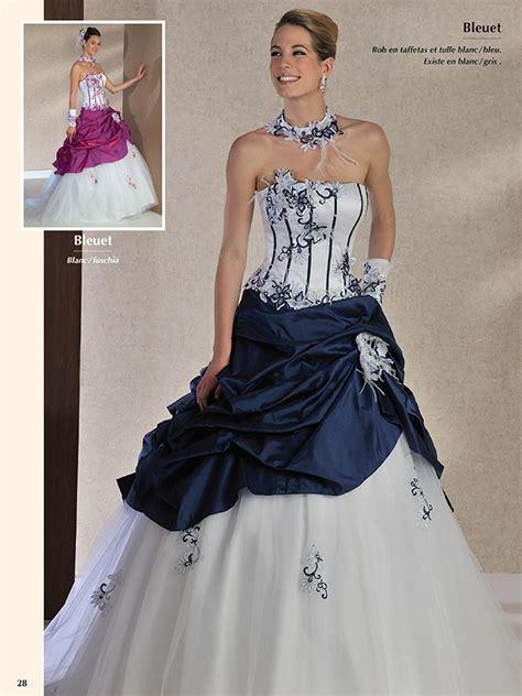robe mariee bleu et blanche le mariage