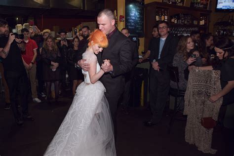 paramores hayley williams marries   glorys chad