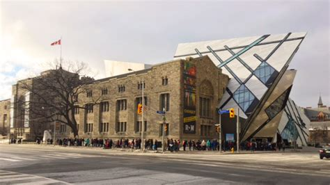 Captivating CHIHULY draws over 300,000 visitors to the ROM
