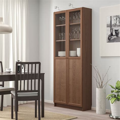 ikea billy vitrine billy biblioth 232 que avec panneau vitrines brun plaqu 233 fr 234 ne ikea