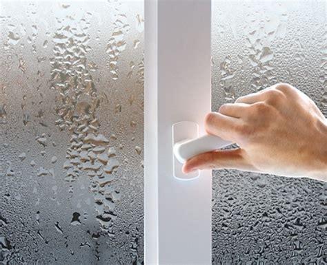Почему потеют пластиковые окна изнутри в квартире что делать если в доме потеют окна как избавиться