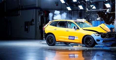 Crash Test by The New Volvo Xc60 Survive Some Crash Tests