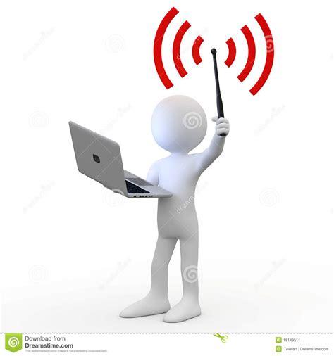 ordinateur de bureau avec wifi homme restant avec l 39 ordinateur portatif et l 39 antenne de