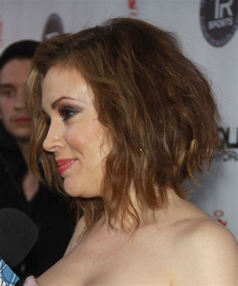 alyssa milano medium wavy copper blonde hairstyle  light blonde highlights
