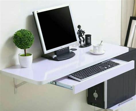 Ingin meletakkan meja komputer di sudut ruangan? Jenis Meja Komputer Simple untuk Ruang Kerja Anda - SMATiga