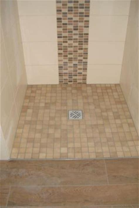 Badezimmer Fliesen Duschbereich by Duschbereich Mit Mosaikfliesen Mittig Der Dusche Fliesen