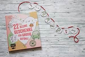 Weihnachtsgeschenk Für Den Freund : 22 kleine geschenke f r gro e gef hle review giveaway ~ Frokenaadalensverden.com Haus und Dekorationen