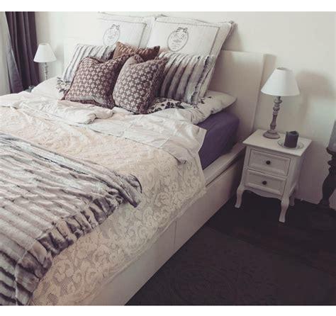 Schlafzimmer In Schöner Münchner Wohnung. Gemütliches Bett