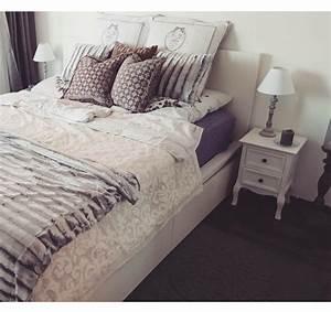 Bett Kissen Deko : schlafzimmer in sch ner m nchner wohnung gem tliches bett mit vielen kissen und decken ~ Markanthonyermac.com Haus und Dekorationen