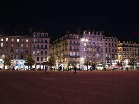 Pas encore de couvre-feu avancé à 18h pour Lyon et le Rhône