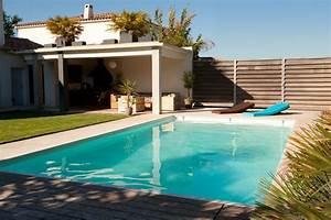deco photo bleu et piscine bassin sur decofr With jardin autour d une piscine 1 selection chaise longue et transat autour de la piscine